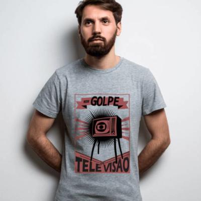 Camiseta Rede Golpe de televisão cinza
