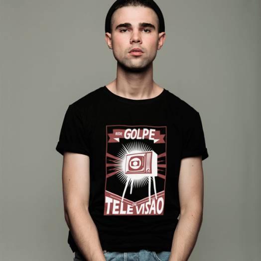 Camiseta Rede Golpe de televisão preto