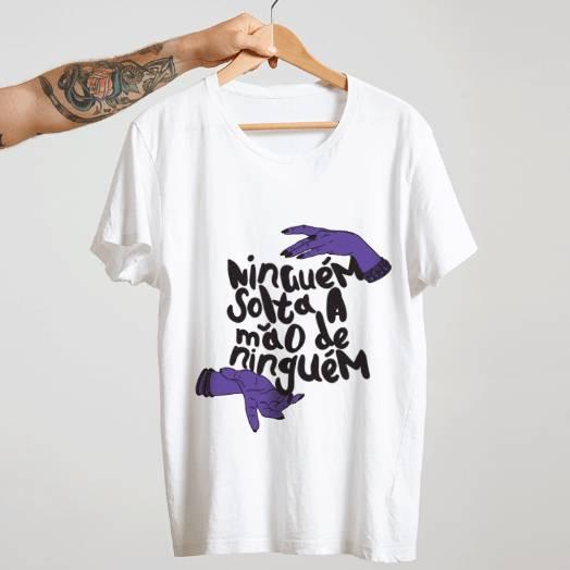 Camiseta ninguém solta a mão de ninguém - branco