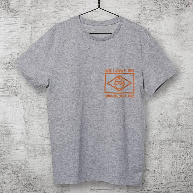 camiseta cinza bandeira laranja