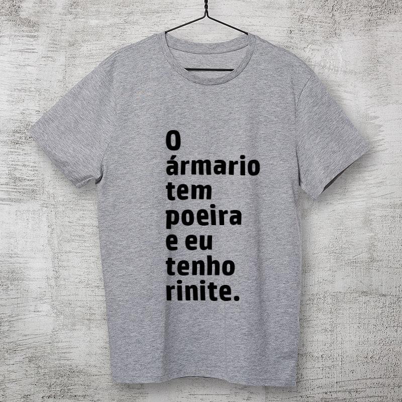 Camiseta-cinza-O-armario-tem-poeira-e-eu-tenho-rinite