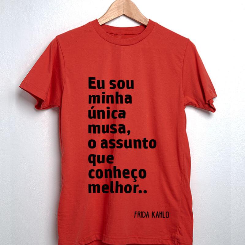 Camiseta-vermelha-Eu-sou-minha-única-musa,-o-assunto-que-conheço-melhor.