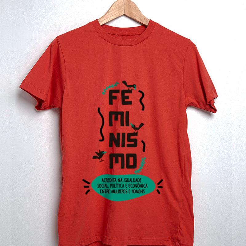 Camiseta vermelha Feminista - Acredita na igualdade social, politica e econômica entre mulheres e homens