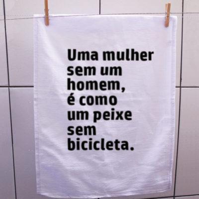 pano-a-mulher-sem-um-homem-é-igual-um-peixe-sem-bicicleta