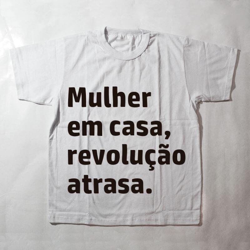 camiseta infantil - Mulher em casa revolução atrasa - branca