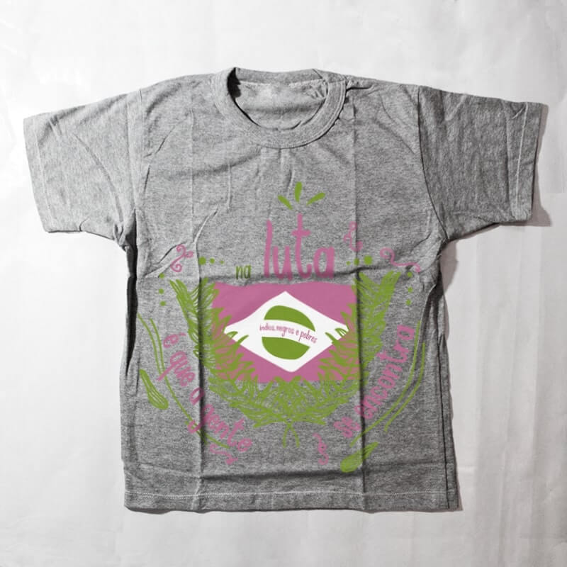 camiseta infantil - Na luta é que a gente se encontra - cinza