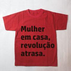 camiseta infantil - Mulher em casa revolução atrasa - vermelha