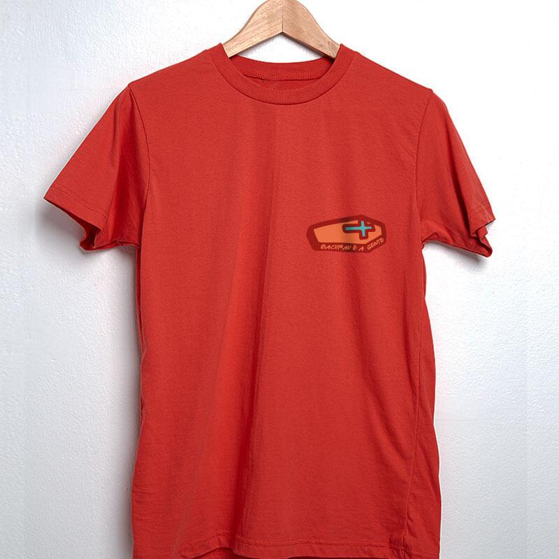 camiseta com escudo vermelha básica de algodão bacurau é a gente