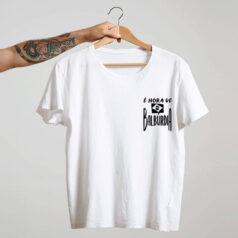 camiseta com escudo branca básica de algodão É hora de balburdia