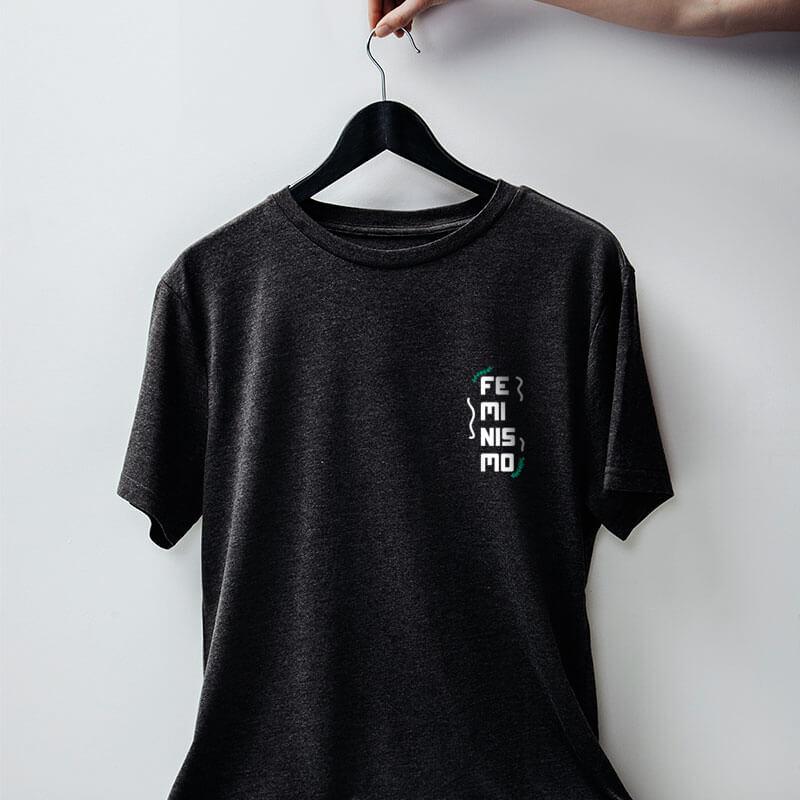 camiseta com escudo chumbo básica de algodão feminismo