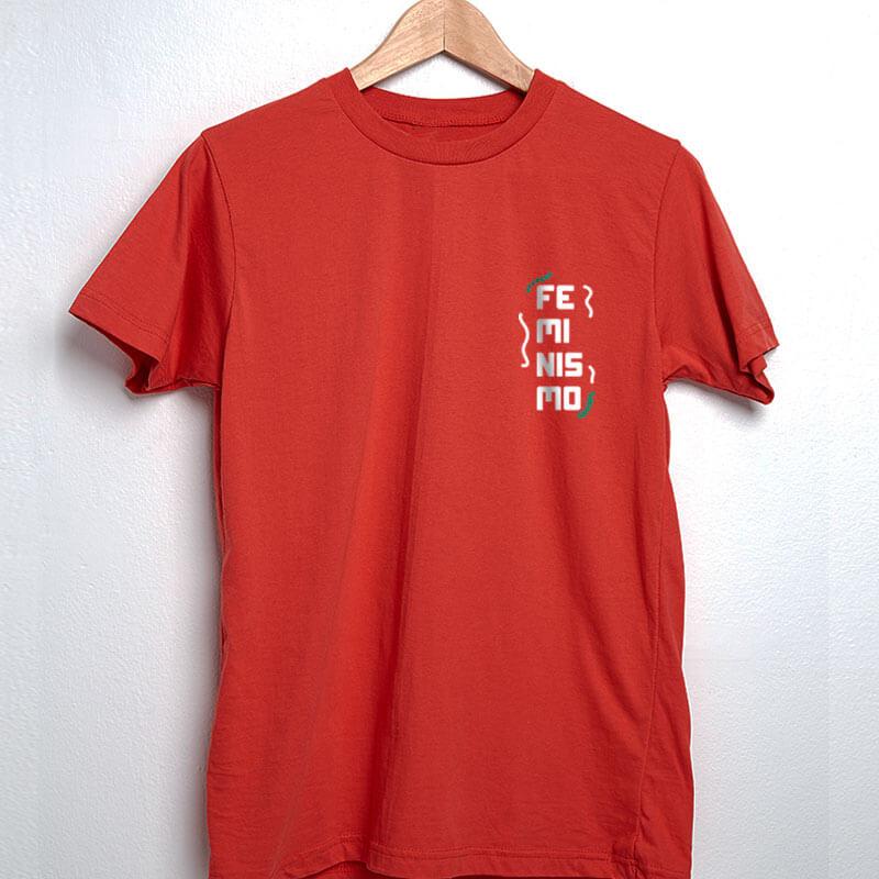 camiseta com escudo vermelha básica de algodão feminismo