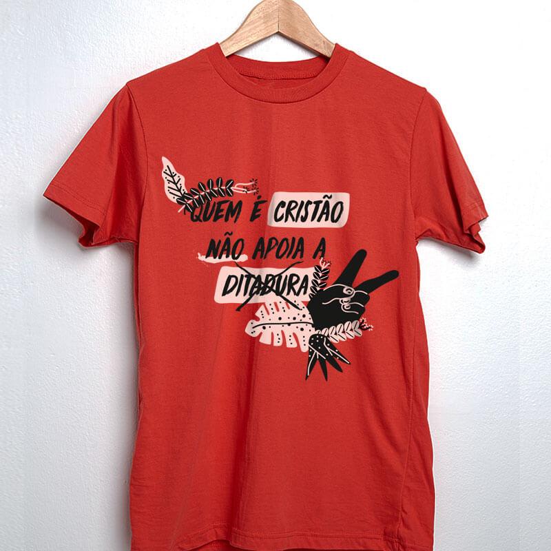Camiseta vermelha de algodão - Quem é Cristão não apoia a ditadura