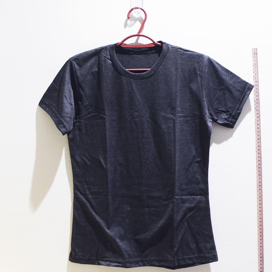 Camiseta baby look de algodão 30,1 penteada chumbo