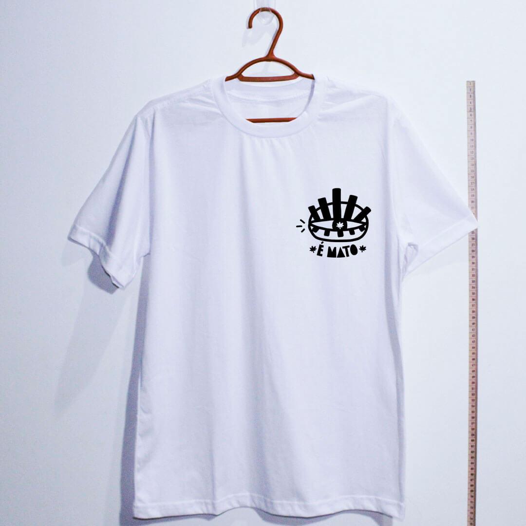 camiseta-branco de algodão-emblema-cannabis