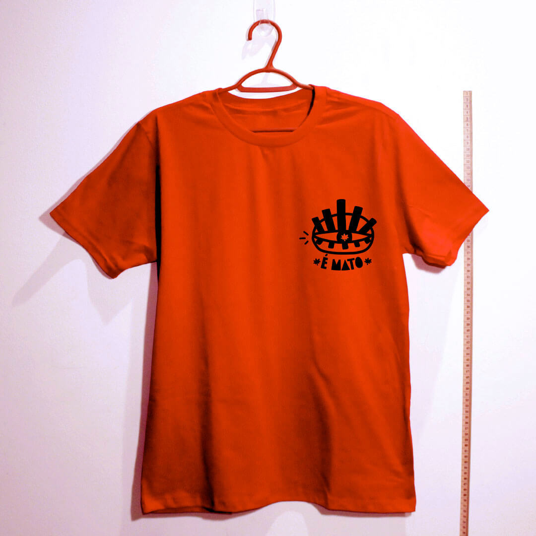 camiseta-vermelha de algodão-emblema-cannabis